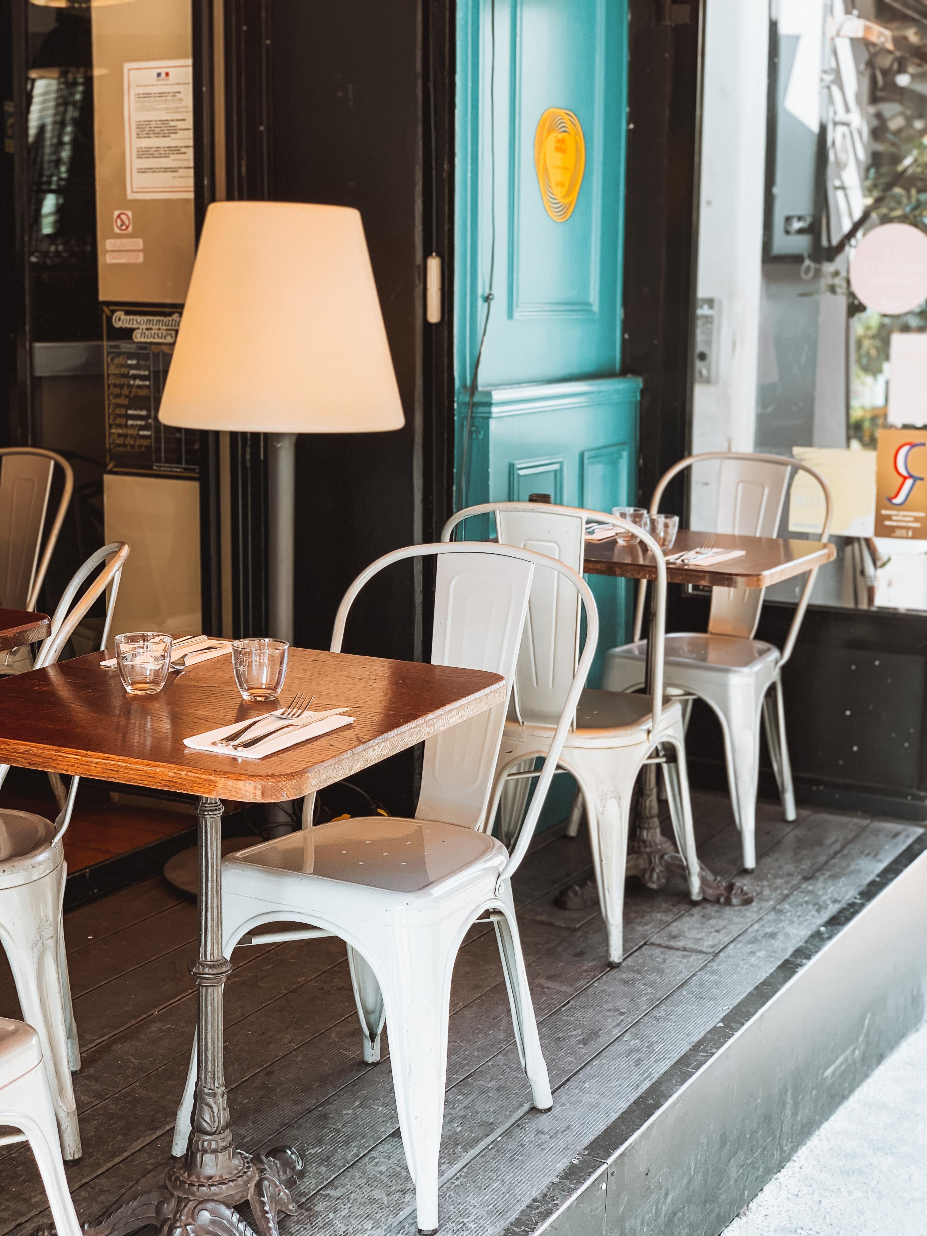 table en terrasse de l'Atelier Ramey